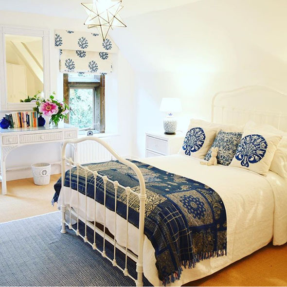 17th century manor house bedroom best retreats for switching off Digtal Detox Yoga Weekend