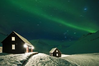 iceland cabin northern lights full sky on yoga retreat