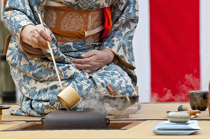 japanese tea ceremony on yoga retreat